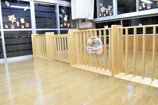 0歳児のパーティション木製
