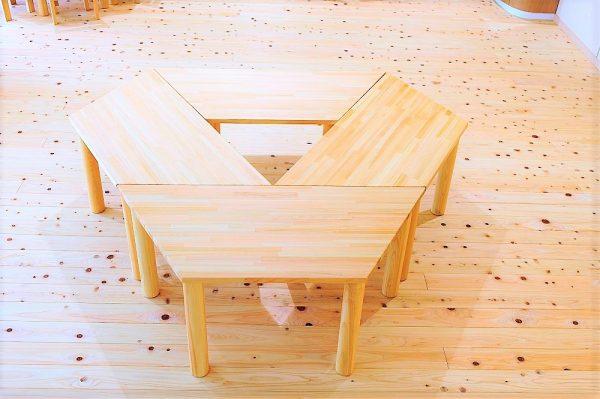 保育園テーブル