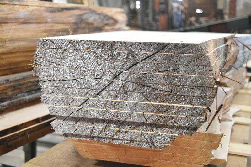 ヒノキの製材。丸太をスライスした状態
