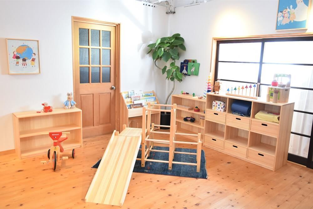乳児木製ロッカー